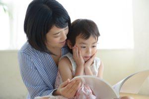 親が共働きだと小学校受験は不利になる?