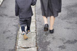 小学校受験する際に必要な服装とは?